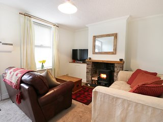 3 NORTH VIEW TERRACE, woodburner, enclosed garden, ideal for families or couples