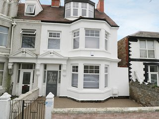5 OXFORD ROAD, disabled friendly, in Llandudno, Smart TV, Ref 946169
