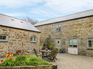 POLDARK COTTAGE, pet friendly, character holiday cottage, with a garden in Helst