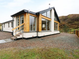 TORGORM, ground floor, pet-friendly with stunning views, woodburner, close Skye,