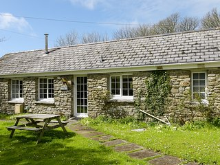 OLD MILL COTTAGE, barn conversion, open-plan, Camelford 2 miles, Ref 964223