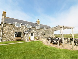 FFERMDY, mountain views, perfect for families, woodburner, near Talybont