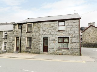 TWROG, spacious, near local amenities, in Blaenau Ffestiniog, Ref 976932