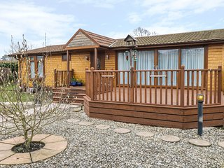 PUFFINS LANDING, pet friendly, decking with furniture, modern interior, near Poc