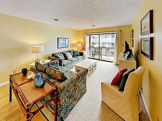 2BR w/ Private Balcony + Community Pool & Hot Tub - Steps to Beach & Bistros