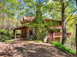 Bear Hug Too is a cozy traditional style two bedroom, two bathroom log cabin.