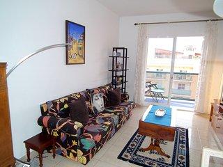 sala de estar y balcon