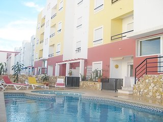 TV-04 - New 2 bedroom apartment with good areas and shared pool