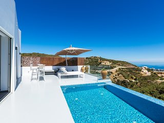 Yasmin Villa - Stunning sea views, private property, close to sandy beaches!