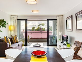 Trendy Waterkant Pad with Balcony near Waterfront