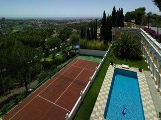 Book your Holiday in a real Palacio Rosa Marbella Spain