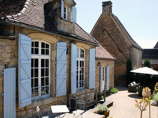 AU COEUR DE DOMME - BEAUTIFULLY FURNISHED STONE COTTAGE IN THE HEART OF DOMME!