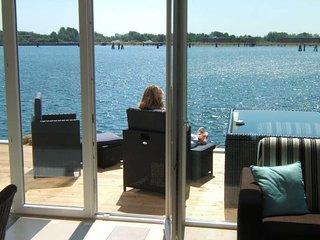 Nr 5 m nach vorne und 20 m nach hinten zum Wasser: 3-Zi-Ferienwohnung BRIGANTINE