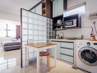 Cozy & Bright studio room(7) , 5 mins walk to MRT