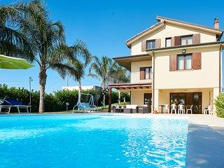 Meravigliosa Villa con piscina, a pochi km dalla spiaggia...