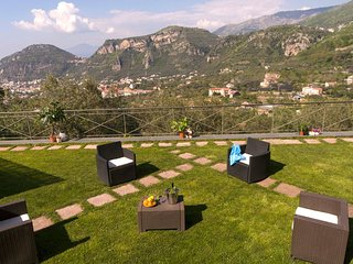 Villa Fanella, a cosy and independent ground floor apartment + private garden