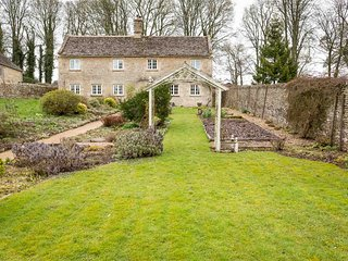 Old Farm Cottage is a lovely Cotswold stone cottage, in the hamlet of Ablington