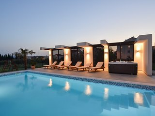 Beautiful Villa Formosa with Pool, Jacuzzi, Sauna and Fitness room