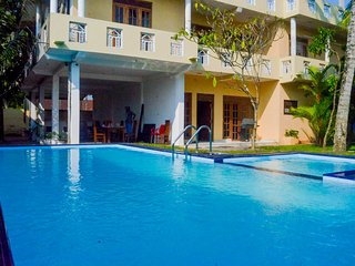 Sholay Villa - Family Holiday Bungalow  with a  swimming pool