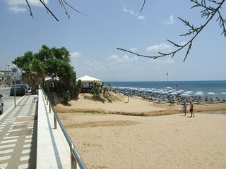 The house is in front a  huge sandy beach enjoy for kids and famos for kitesurf