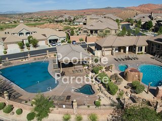 """Poolside Paradise""! Beautiful 3 bedroom Condo next to clubhouse and pools."