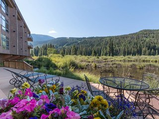 NEW LISTING! Condo in the heart of River Run Village, w/jet tub & mountain views