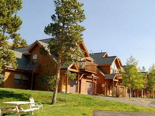NEW LISTING! Mountain home w/patio & shared hot tub -walk to ski lift/bus stop