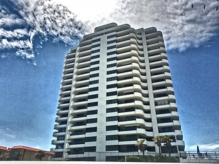 FALL IS BEST AT THE BEACH! Large 3/2 FULLY OCEANFRONT condo awaits!