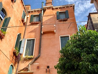 Ca Maria, romantic and quiet apt in Venice with wi fi and Jacuzzi shower