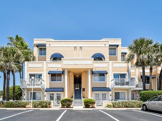 Bright corner condo with a shared pool, hot tub, and beach access!