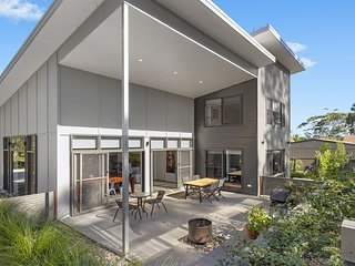 32 Annetts Parade Mossy Point Beach House
