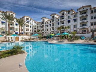 PENTHOUSE Overlooking RESORT POOL in Downtown Ocotillo! 30 night min!