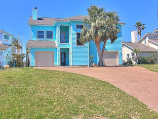 5 bedroom 2.5 bath canal front home! Boat lift! Close to Rockport Beach!