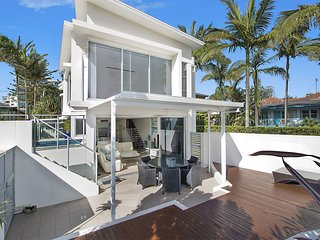 Rainbow Bay Villa - Spacious and Luxurious