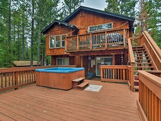S. Lake Tahoe Cabin w/Hot Tub, 13 Mins to Heavenly