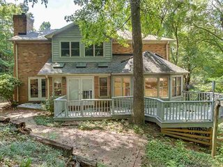 Beautiful 4BR Executive home close to downtown Greenville
