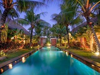 Karmagali villa : luxury 7 bedrooms beach side