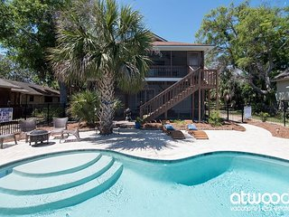 Goldie's Retreat - Private Pool & Easy Walk to the Beach; Pet Friendly