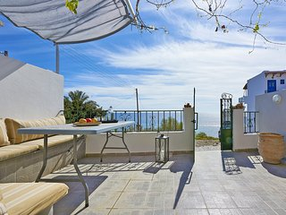 Beautiful sea view,Next to all amenities, No car needed, 50m from sea, Nightlife