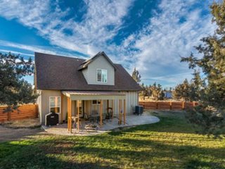 Upscale country home near Smith Rock State Park with free WiFi! Dogs OK!