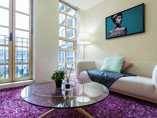 Melbourne CBD luxury art-deco 1bed room