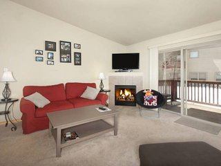 King Master-Central To Breck/Keystone/Copper/Vail. Trail Access Pool/Hot Tub W/V