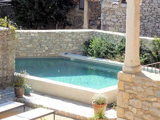 Fons-sur-Lussan cottage rental South France with pool sleeps 10-12