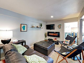 Contemporary Condo w/ Pool & Hot Tub - Next to Stagecoach Lift at Heavenly
