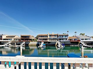 3BR on Channel Island Harbor w/ Waterfront Deck, Private Dock & Kayaks