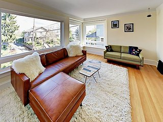 Historic 3BR w/ Balcony, Fenced Backyard & Patio - Walk to Queen Anne Avenue