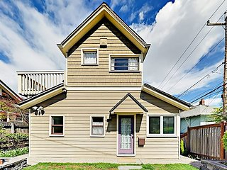 Stylish Turn-of-the-Century 3BR - Walk 5 Minutes to Queen Anne Avenue!