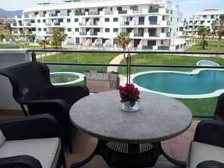 Nice apt with shared pool & balcony