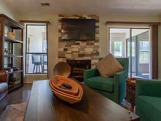 Respite Retreat - Cozy 2 Bed 2 Bath Condo close to The Branson Strip!