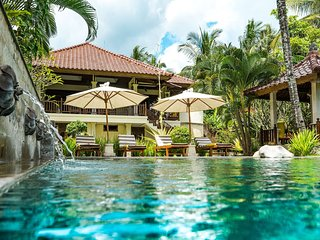 Bali's Finest Luxurious Villa Tunjung with Pool&Staff, 10 min from the Beach!